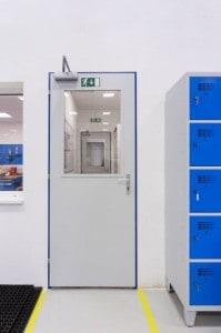 plechové dveře výrobní haly