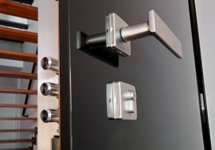 Dveře NEXT bezpečnostní zámek