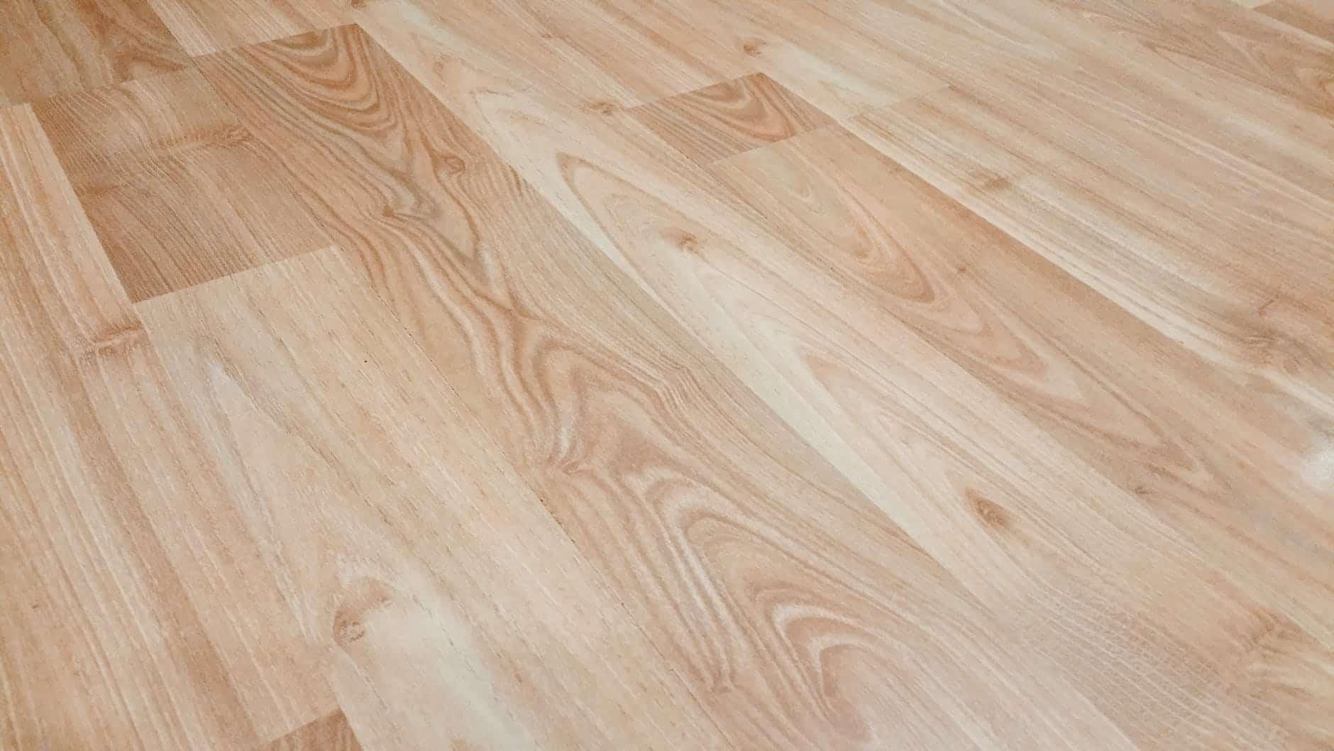 Ačkoliv dřevo patří mezi populární interiérové podlahy, pro podlahové topení nemusí být nejefektivnější.