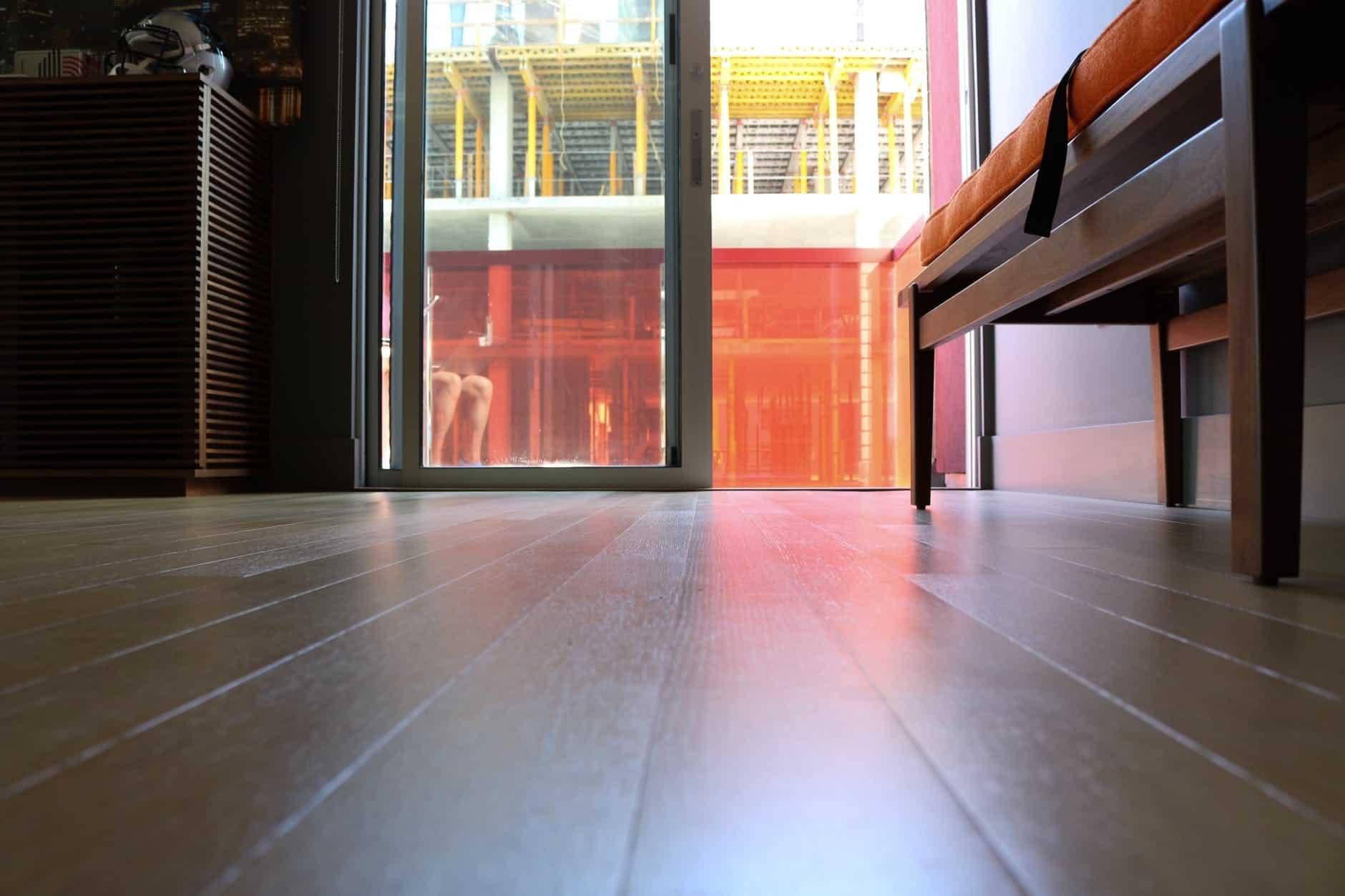 Pro podlahové topení vybírejte podlahovou krytinu s nízkým tepelným odporem a vyšší vodivostí.